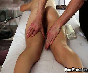 Natalia Starr wird gefickt nach intime massage